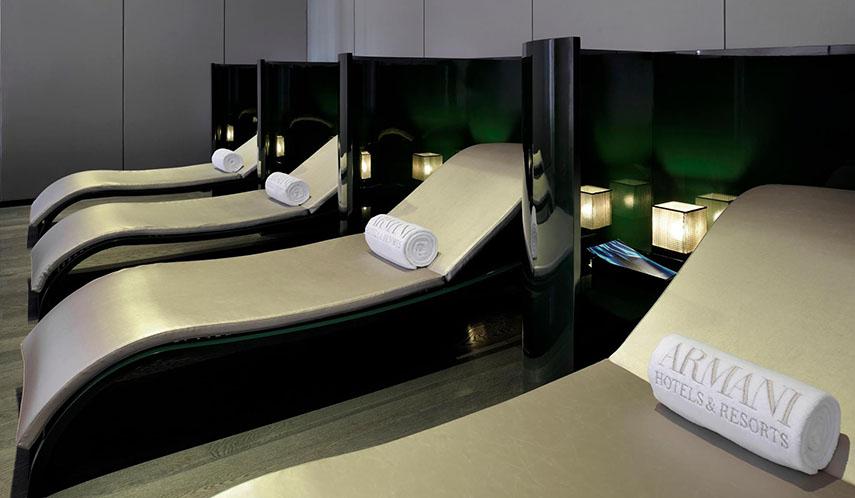 la filosofa de diseador se refleja en cada espacio de estos hoteles el estilo elegante y minimalista junto a la decoracin con muebles de la propia firma